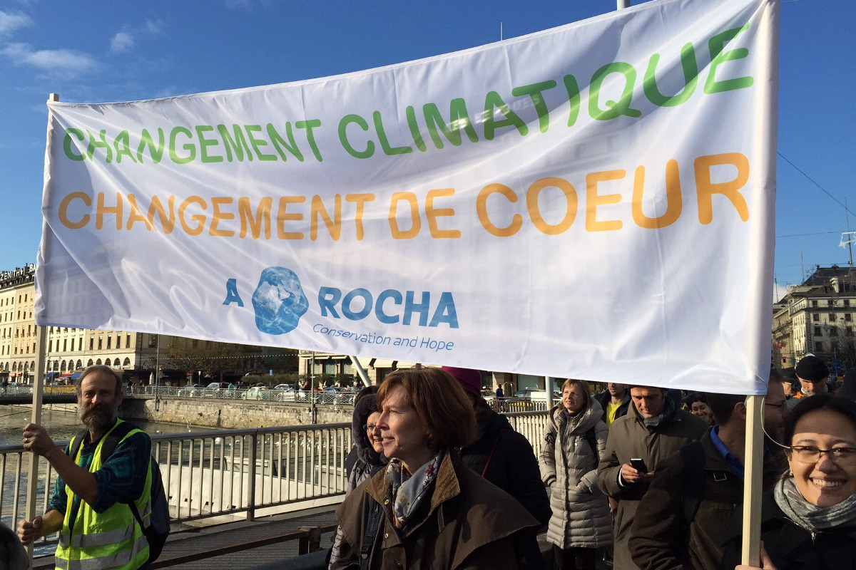 La bannière A Rocha lors de la marche pour le climat à Genève, Suisse, novembre 2015 (photo : Helen Baker)